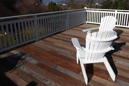 balkon mit wei em anstrich. Black Bedroom Furniture Sets. Home Design Ideas