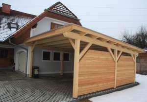 Carport mit seitlicher Holzwand