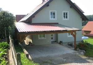 Carport und überdachter Hauseingang