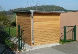 Kleines Gartenhaus Rückenansicht