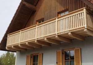 Balkon aus Holz