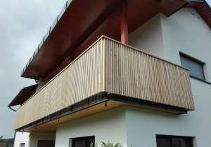 Balkon mit integrierter Beleuchtung
