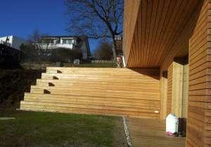 Holzfassade, Sitzstufen aus Lärchenholz