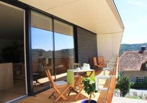Holzfassade mit Rhombus-Latten, Balkon