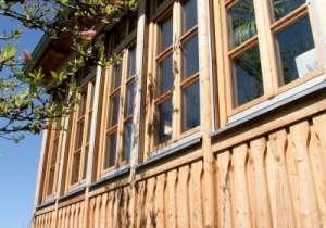 Holz-Verkleidung an den Bestand angepasst