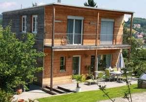 Holzfassade - erkennbarer Unterschied durch Witterungs-Einfluss