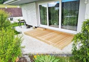 kleine Terrasse auf Kiesbett