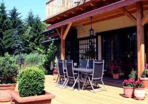 Terrasse als Esszimmer im Freien