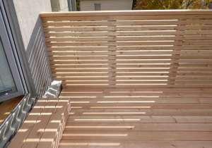 Terrasse mit Trennwand