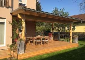 Terrassenüberdachung mit Lärchenholzkonstruktion