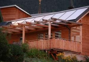 Überdachung Balkon-Geländer Holzfassade