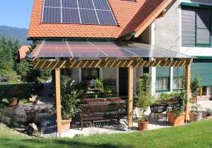 Glas-Überdachung mit Photovoltaik-Elementen