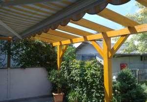 Terrasse mit lasiertem Holz und Markise