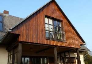 Giebel-Zimmer mit Holz-Verschalung
