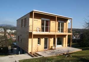 Satteldach-Haus wird Holzhaus