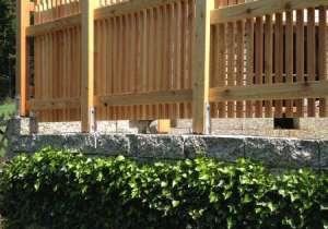 Lärchenholz-Zaun abgestuft aussen